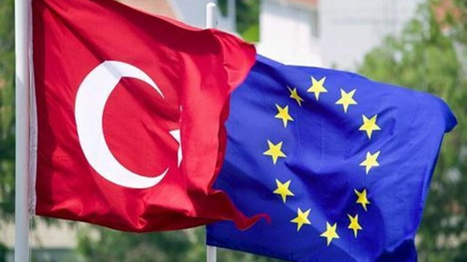 En ny, international meningsmåling viser, at den tyrkiske befolkning bliver stadig mere skeptisk over for både Europa og USA - og at tyrkerne samtidig føler større sympati for Iran end for et år siden.scanpix