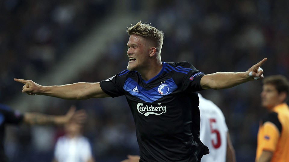 epa05539869 FC Copenhagen's Andreas Cornelius celebrates after scoring a goal during the UEFA Champions League group stage soccer match between FC Porto and FC Copenhagen at the Dragao stadium, in Porto, Portugal, 14 September 2016. EPA/JOSE COELHO