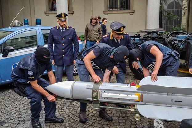 Italiensk politi finder missil hos højreekstremister