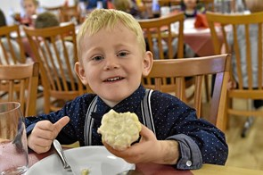 Tarteletter var et hit ved børnehavebørns krobesøg