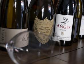 Smugkig og smagsprøver: Fransk vinbar åbner snart