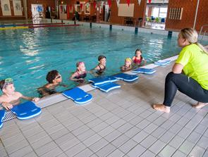 22 børn på svømmeskole