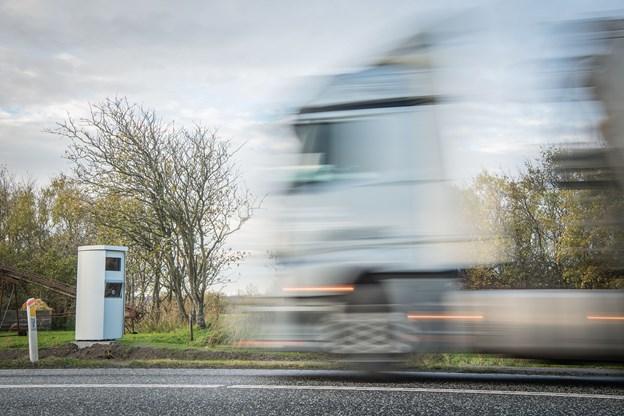 Stærekasserne står i vejsiden og fotograferer automatisk bilister, der kører for stærkt. Foto: Martin Damgård