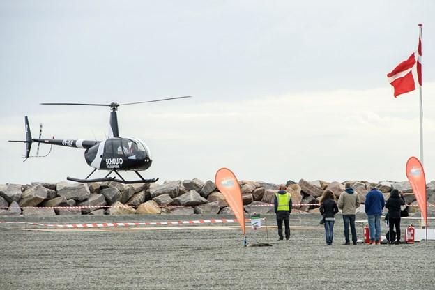 Helikopteren tog alle interesserede med på en lufttur over havnen - dem, der var til skibe, kunne også klare det bl.a. med W. Kiltgaard.