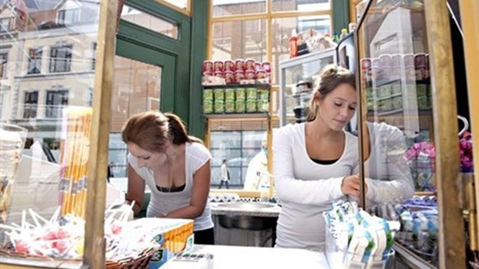 Den gamle telefonkiosk slog i august lugen op for salg af sandwich, slik og drikkevarer, men kunderne har svigtet. Foto:Torben Hansen