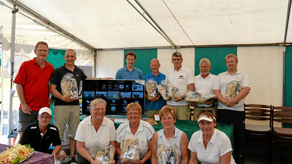 De glade vindere sammen med Bo Kjøldby fra Expert Brovst. Privatfoto