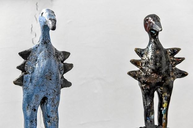 Kirsten Øhlenschlæger deltager med raku-brændte skulpturer. Foto: Ole Iversen