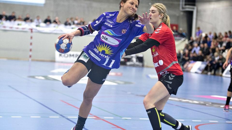 Cecilie Skovgaard (tv.) skifter Vendsyssel Håndbold ud med Elitehåndbold Aalborg. Arkivfoto: Bente Poder