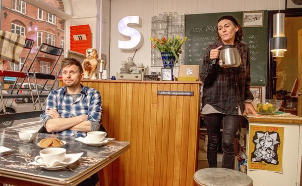 Cafeen hvor alt er til salg: Superponyhest byder på kaffe, øl og genbrug