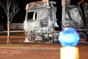 En person død i kraftig lastbilbrand på rasteplads i Sæby