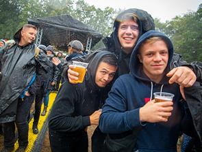Dag 2 er i fuld gang: Blæst og regn stopper ikke festen i Nibe