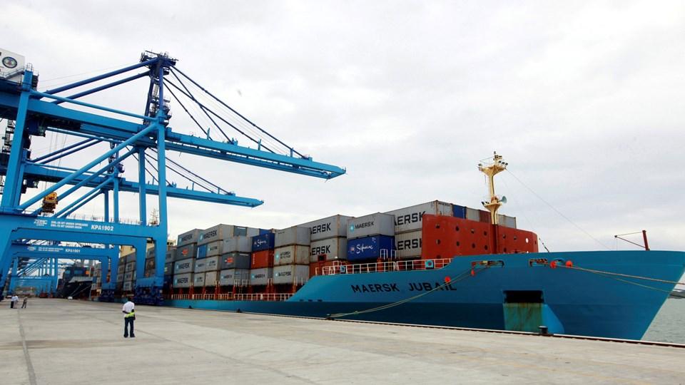 (ARKIV) A.P. Møller - Mærsks underleverandører på havnen i Kenya lader deres ansatte arbejde for lav løn og med dårligt sikkerhedsudstyr.