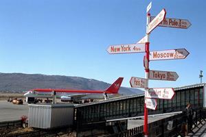 Grønlandsk flertal ser lufthavne som vej mod selvstændighed