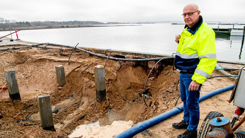 - Vi tager 38.704 kr. for at koble en landejendom på offentlig kloak, siger Jan Snæver Andersen, Morsø Forsyning.Arkivfoto