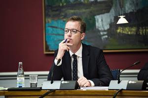 Esben Lunde Larsen fratages ministeransvar for fiskeriet