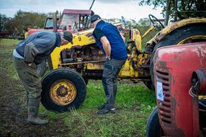 Nostalgi og minder: Folk fra nær og fjern ville se veterantraktorerne