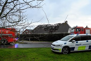 Voldsom brand på gård: Stuehus totalt ødelagt