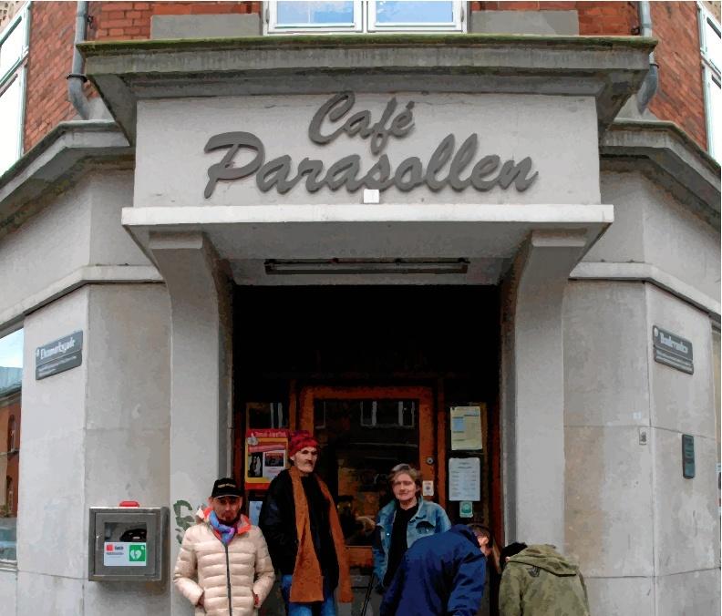 De hjemløse sætter stor pris på at besøge Café Parasollen, som af mange betragtes som deres egen dagligstue.