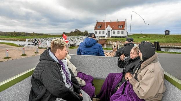Annika Viborg (Th) glædede sig over beboernes begejstring om køreturen. Foto: Mogens Lynge