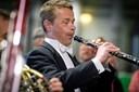 Det gik i fisk for Det Kongelige: Klassisk koncert blandt fiskekasser og gaffeltrucks