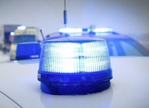"""Politi leder efter dreng: Kastede """"noget"""" ned på bil på motorvej"""