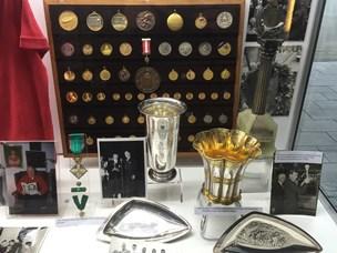 Mere end 50 medaljer stjålet fra Guld-Haralds montre i Arena Nord