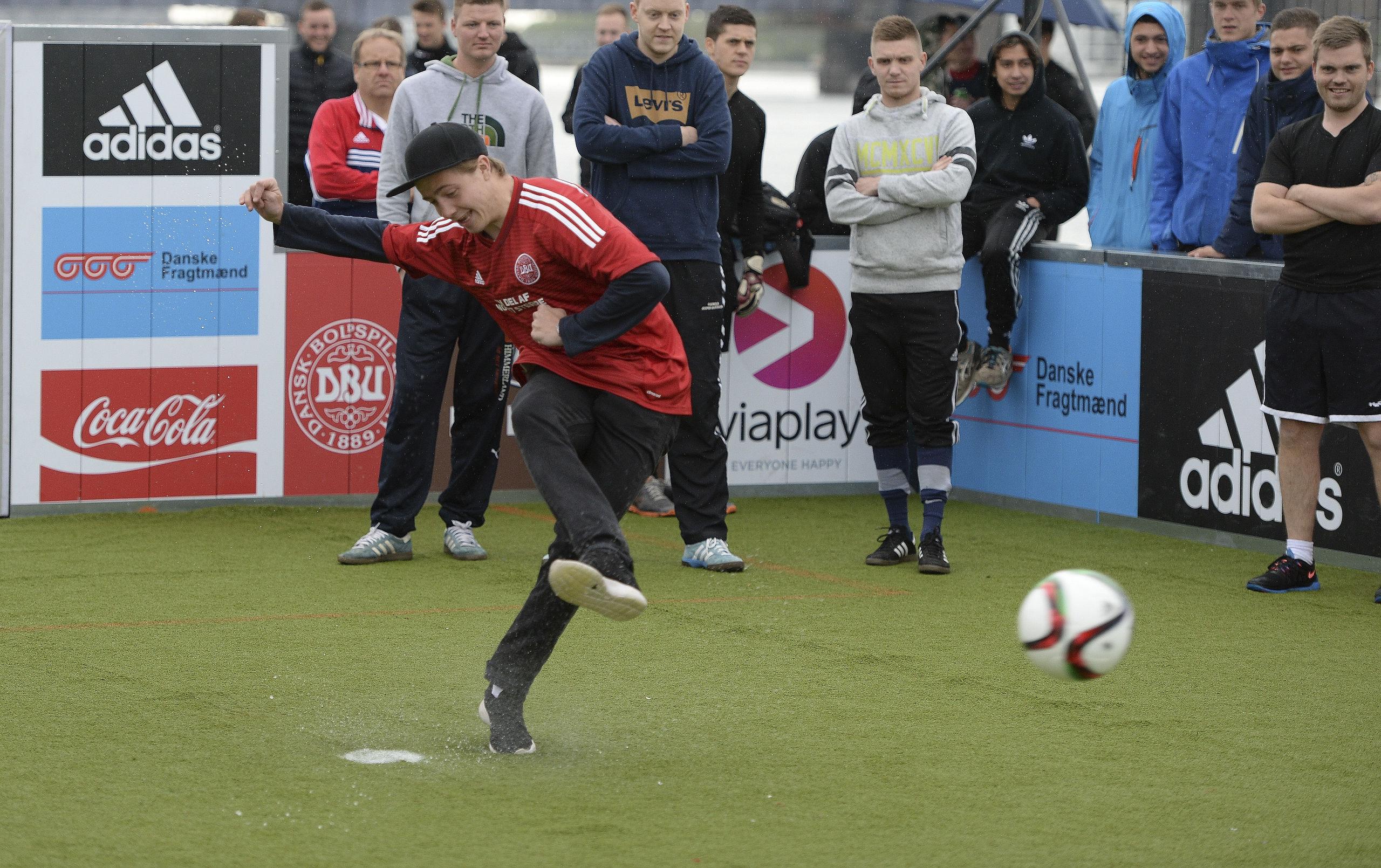 Mååååål: Fodboldfest vender tilbage til Aalborg