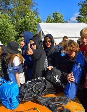 3, 2, 1, NU: Så er hegnet væltet på Nibe Festival