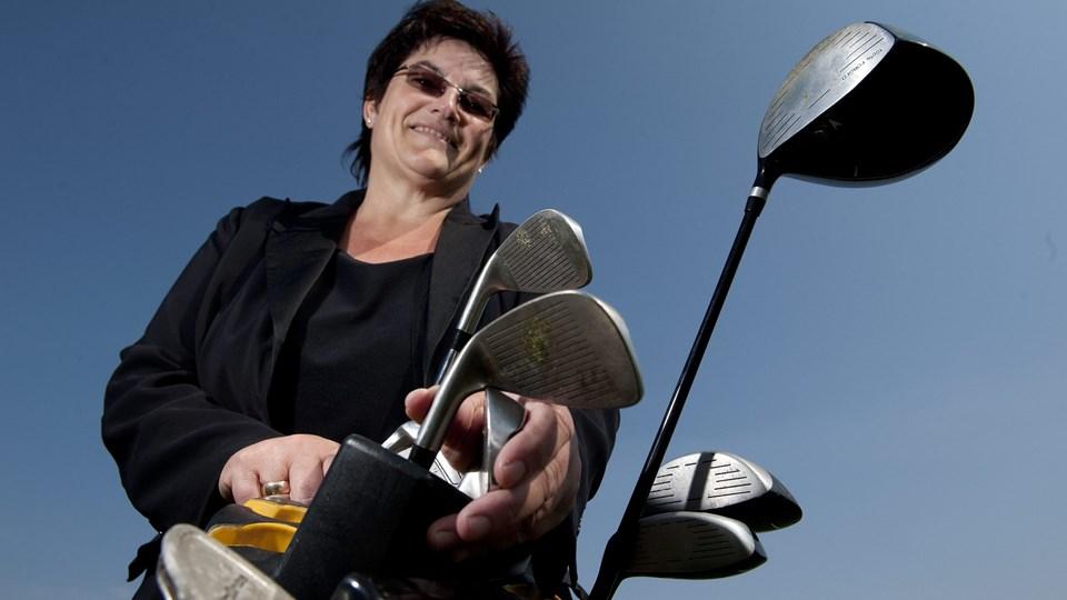 Helle Christensen: - Vigtigt at alle tager en tørn i golfklub. Foto: Henrik Louis