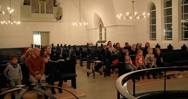 Lyttende spejdere i Vedsted Kirke.