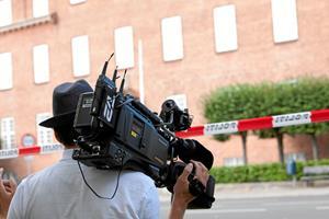 - Lad aviserne overtage DR og TV2