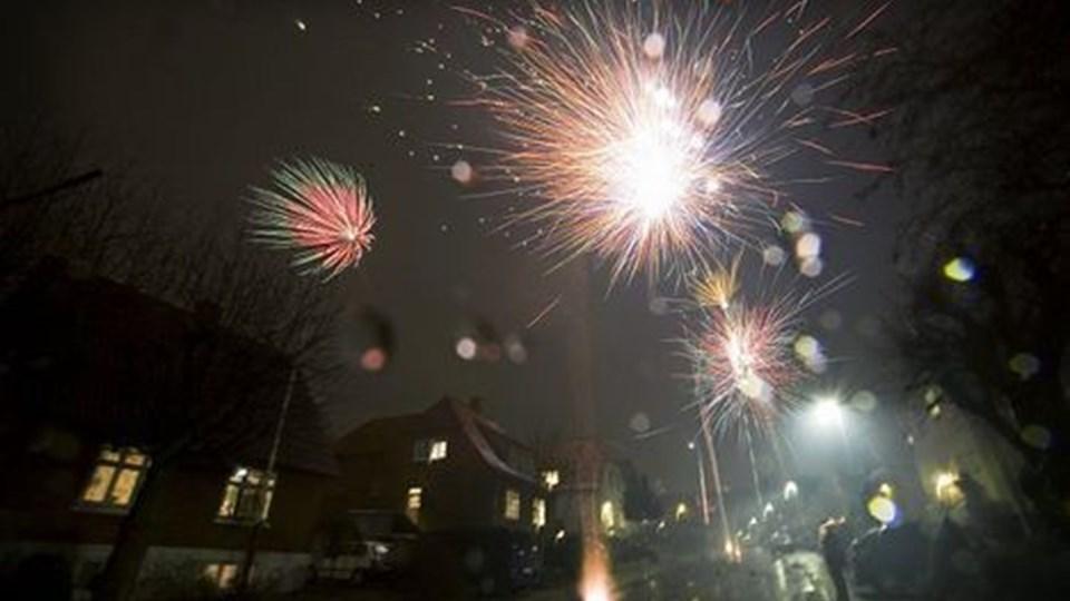 På trods af det dårlige vejr nytårsaften blev der fyret meget nytårskrudt af over Aalborg.Foto: Henrik B