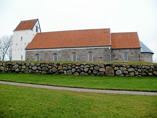 Nøvling Kirke inviterer til adventsgudstjeneste søndag den 9. december klokken 16. Foto: Kjeld Mølbæk