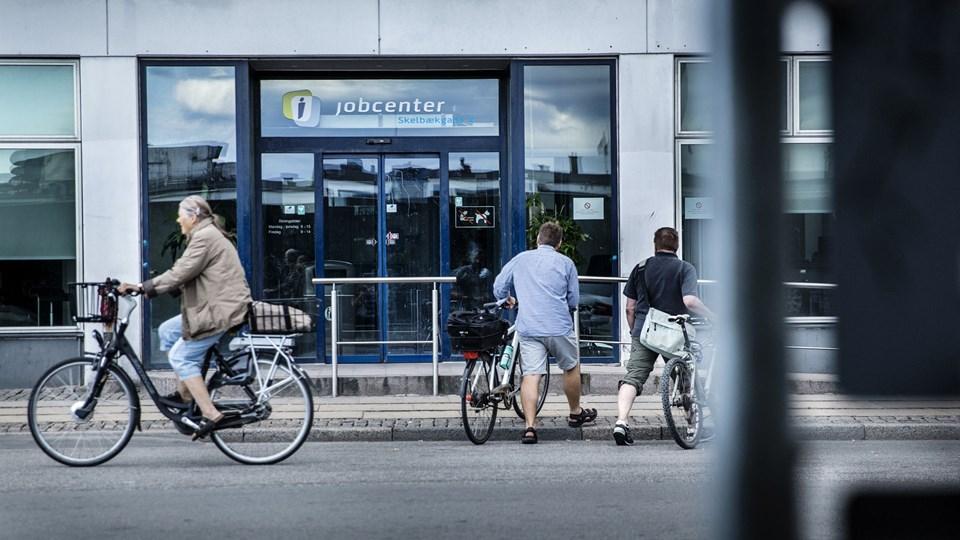 Syge og udsatte borgere skal ikke spilde tid i offentlige myndigheder som Jobcentret i Skelbækgade i København. De får kun én handleplan i en ny lov fra innovationsminister Sophie Løhde (V). Foto: Scanpix/Thomas Lekfeldt