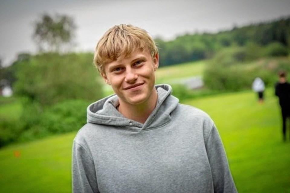 Thomas Kirkeby Junge i gang med rundbold under introdagene på handelsgymnasiet Tradium Mariagerfjord. Privatfoto
