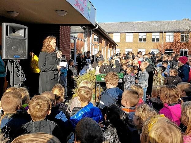 Rådmand Tina French Nielsen roste eleverne for en flot miljøindsats til gavn for alle. Foto: Karl Erik Hansen