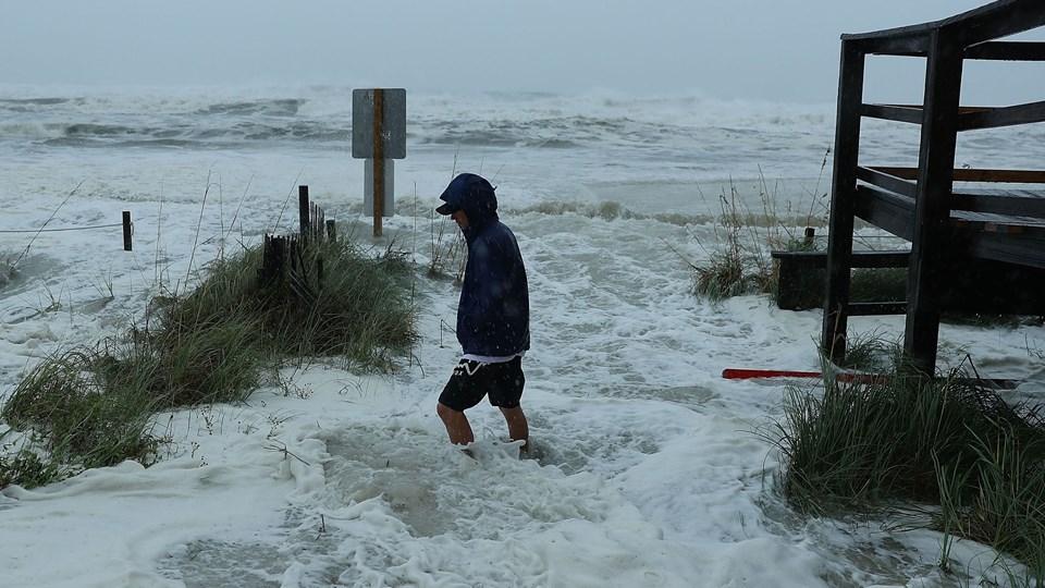 I Panama City Beach er store bølger onsdag eftermiddag dansk tid begyndt at slå ind mod kysten som følge af orkanen Michael. Foto: Joe Raedle/Ritzau Scanpix