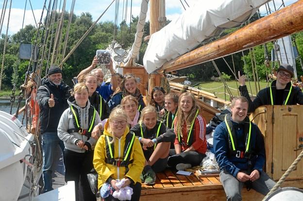 Nogle af børnene og de unge skal på sejltur langs Østkysten med Agape. Foto: Blå Kors Lejrskoler.