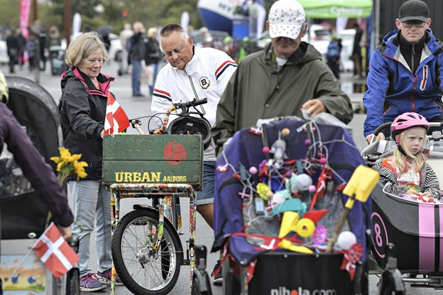 De kommer i alle former og farver - men de senere år er ladcyklerne blevet særligt populære blandt børnefamilier, som et alternativ til bil.
