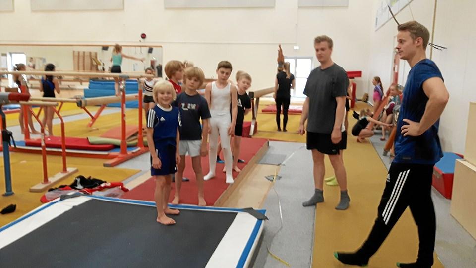 Det er fedt at have en af Danmarks bedste idrætsgymnaster på visit.