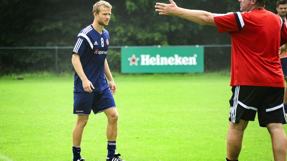 Rasmus Würtz (tv.) har løbet meget i opstarten, men spil med bolden har været en mangelvare. Foto: Michael Koch