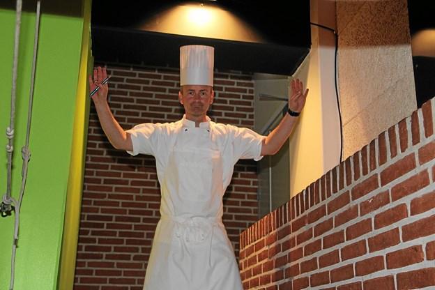 Mange kokke og elever fra TECHCOLLEGE i Aalborg stod for at lave hovedretten til de mange gæster.