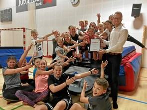 Springgymnaster i Suldrup får stor trampolin i donation