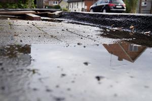 Utilfredse beboere: Asfalt med en høj kant giver problemer