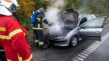 Bil i brand på E45: Spor måtte spærres