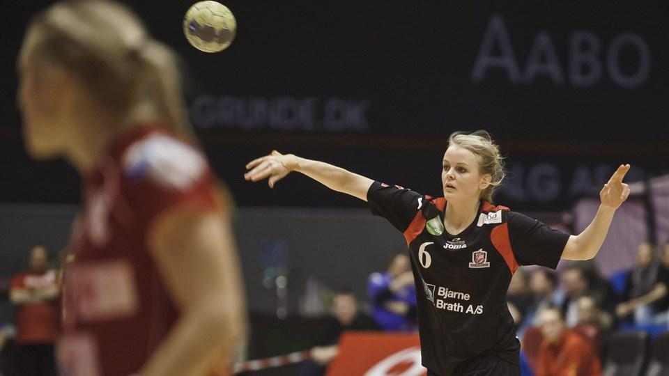 Stine Jørgensen og holdkammeraterne skal have ny træner, og vedkommende ventes præsenteret senest i næste uge. Foto: Martin Damgård