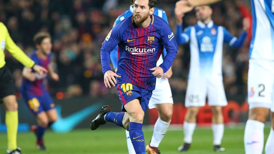 Lionel Messi og FC Barcelona spillede sig sent torsdag i semifinalen i den spanske pokalturnering med sejr over Espanyol. Foto: Reuters/Albert Gea