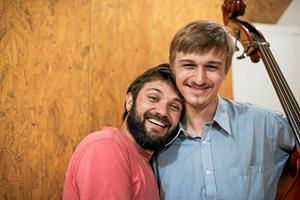 En kop kaffe gav Albert bassistjob i Brasilien: - En oplevelse jeg aldrig vil glemme