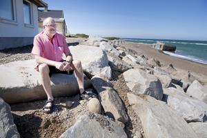 Færdigt arbejde: Hård granit sikrer nu Svends hus på udsat kyst