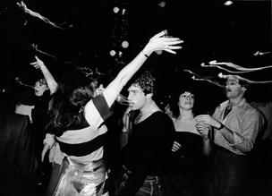 Diskoen dør aldrig: Hittet over dem alle udkom som en B-side